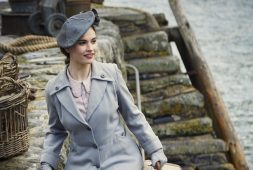 review-the-guernsey-literary-and-potato-peel-society-film