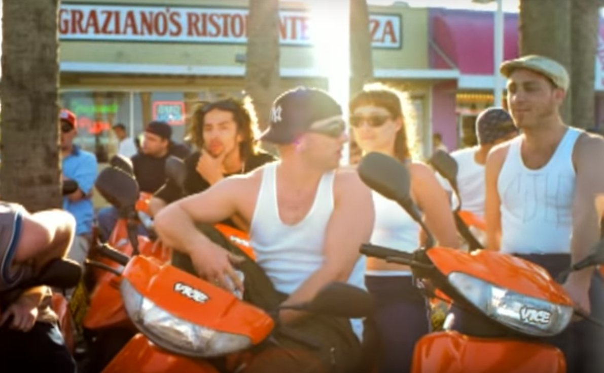 the-music-video-for-steal-my-sunshine-is-bizarre